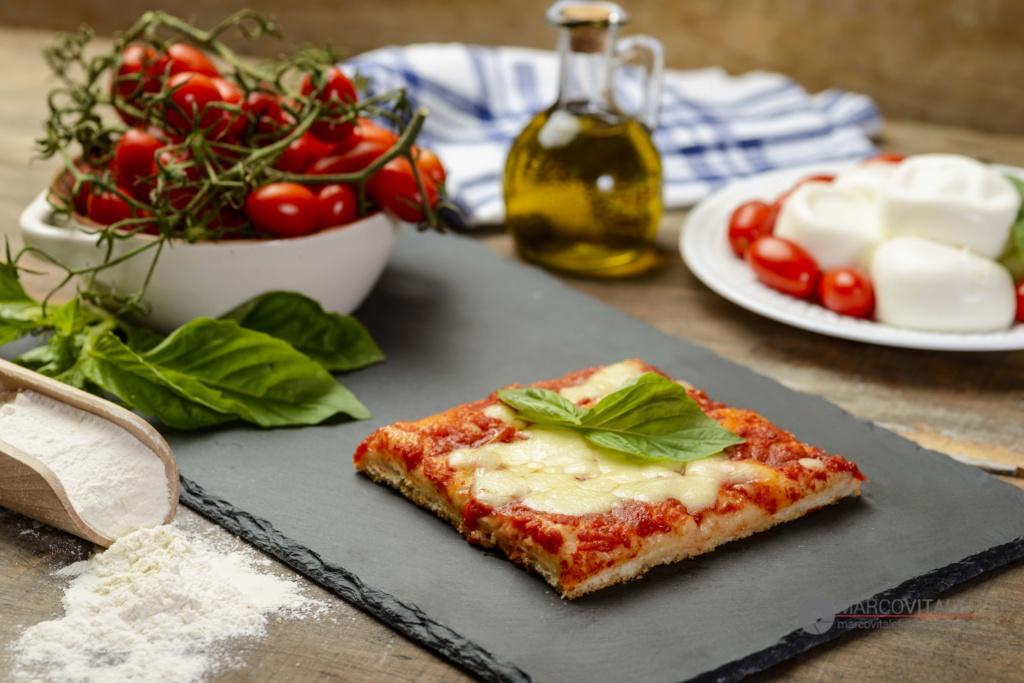 Servizio-fotografico-prodotti-da-forno-Fornaretto-Torre-del-greco-pizza-al-taglio-margherita-marcovitalefotografo.com